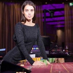Croupière d'une roulette du casino de Batumi en Géorgie