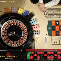 Roulette de casino mobile avec croupiers en direct
