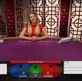 Tables de baccarat en live avec croupiers en direct
